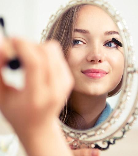 زمان شروع آرایش دختران, دختران از چه موقع میتوانند آرایش کنند,چه وقتی آرایش کردن برای دختر شما زود است