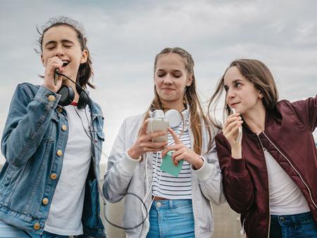 انتخاب دوست در نوجوانی,تاثیر دوست در نوجوانان,به نوجوانان چگونه در انتخاب دوست کمک کنیم