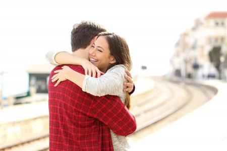 آغوش همسر,بغل کردن همسر,در آغوش گرفتن همسر