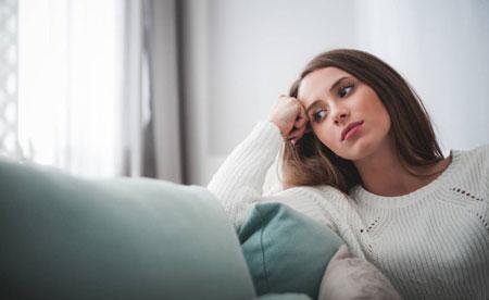 دختر بی احساس,دختر بی احساس کیست,نشانههای رفتارهای یک دختر بی احساس چیست
