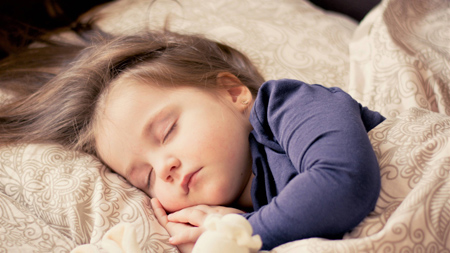 جدا خوابیدن کودک , سن جدا خوابیدن کودک