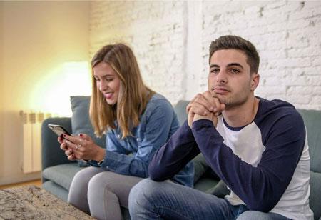کم محلی مردان به همسرانشان,چرا مردان بی محلی میکنند,بی توجهی مرد به زن