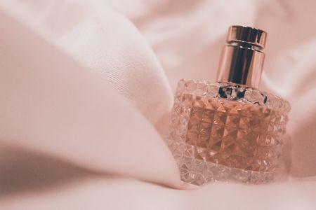 معایب هدیه دادن عطر , کادو گرفتن ادکلن , رابطه عطر و جدایی