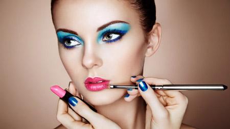 علل آرایش بیش از حد زنان,دلایل آرایش بیش از حد زنان