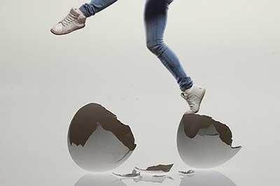 زیاد شدن مشکلات /آیا حس می کنید روی پوسته تخم مرغ راه می روید ؟