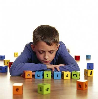دوزبانه بودن به کودکان مبتلا به اوتیسم کمک میکند