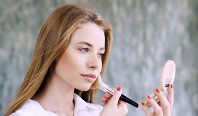 تاثیر آرایش بر سلامت روان