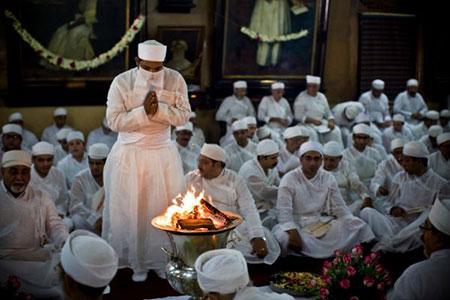 نماز در آیین زرتشت,نماز زرتشت,نحوه ی نماز خواندن در آیین زرتشت