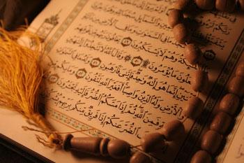 چرا در بالاي صفحات قرآن خوب بد و ميانه آمده است