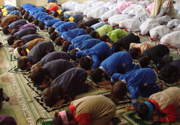فاصله زنان و مردان در نماز