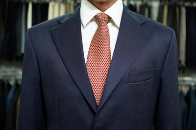 حکم بستن کراوات و پاپیون در مجالس عروسی و انظار!