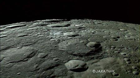 در مورد کره ماه بدانیم,رنگ کره ماه