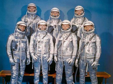 آشنایی با نخستین فضانوردان ناسا,آشنایی با علم نجوم