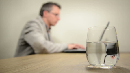 آب زیاد خوردن,دلیل زیاد آب خوردن