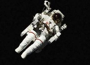 خواندنیهایی درباره پیادهروی فضایی و لباس فضانوردی