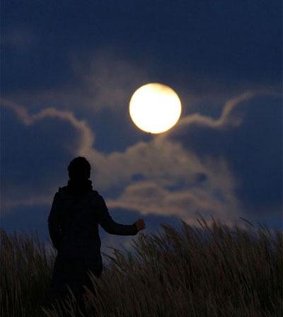 ماه کامل, کامل شدن ماه, تاثیر ماه کامل پریشانی انسان