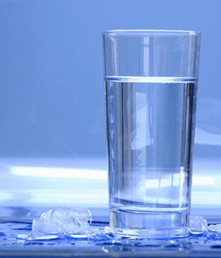 مقدار باکتری موجود در یک لیوان آب, آب, آب آشامیدنی