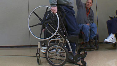 ویلچر, ابداع ویلچر با قابلیت حرکت ایستاده, ویلچر هیدولیک