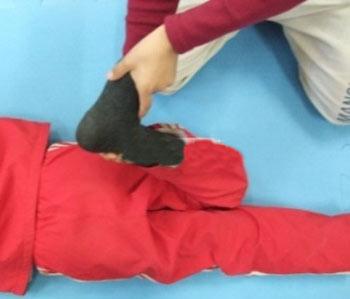 پا پرانتزی,زانوی پرانتزی,حرکات اصلاحی برای زانوی پرانتزی