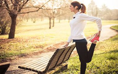 بهترین تمرینات ورزشی که خانم ها می توانند در پارک انجام دهند