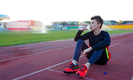نشانه های دهیدراته شدن بدن, هیدراته نگه داشتن بدن چیست, هیدراته نگه داشتن بدن برای تمرین های ورزشی