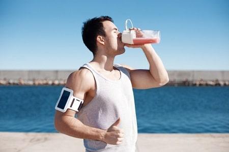 بهترین نوشیدنی های ورزشی , نوشیدنی های ورزشی , فواید نوشیدنی های ورزشی
