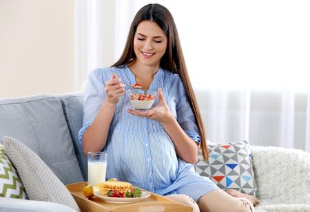تغذیه دوران بارداری از آن جهت اهمیت دارد که آنچه زنان در ماه به ماه دوران بارداری خود میخورند یا مینوشند، منبع تغذیهی کودک نیز محسوب میشود. برنامه غذایی دوران بارداری باید شامل تمام مواد غذایی و معدنی مورد نیاز بدن مادر و جنین باشد. بطوری که با رعایت آن مراقبت از مادر باردار و جنین کامل انجام شود.