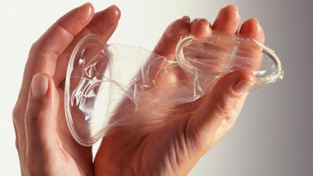 طریقه استفاده از کاندوم,طرز استفاده از کاندوم,عکس کاندوم زنانه