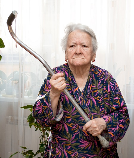 برخورد صحیح با رفتارهای ناهنجار در سالمندان, علت عوض نکردن لباس توسط سالمندان, رفتار پرخاشگرانه در سالمندان