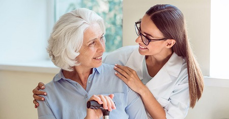 مزایا و خدمات استخدام پرستار برای سالمندان در منزل