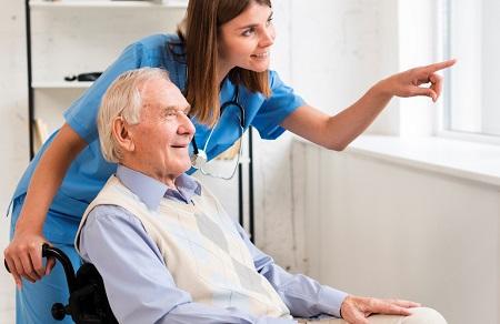 وظایف پرستار سالمند در منزل, پرستار سالمند در منزل, وظایف پرستار سالمندان