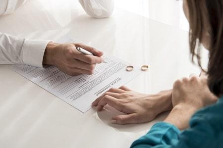 حق طلاق زن, معایب دادن حق طلاق به زن, مزایای دادن حق طلاق به زن