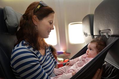 مراقبت های پس از زایمان,سوار شدن مادران تازه فارغ شده بر هواپیما