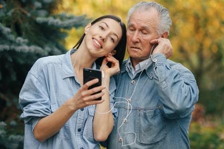 عکس مطلب مشکلات ازدواج مردان مسن با زنان جوان
