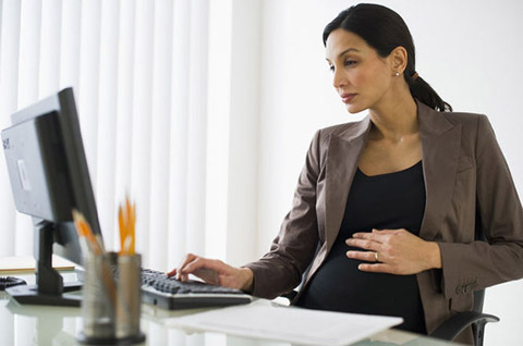 بارداری در زنان کارمند,استرس کار زنان باردار,فعالیت های زنان کارمند باردار