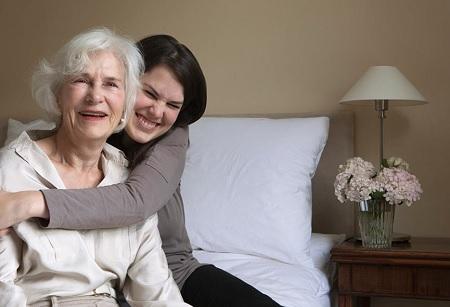 نگهداری از سالمندان منفی باف, منفی بافی در سالمندان چیست, عوامل منفی بافی در سالمندان