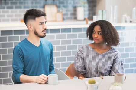 چگونه با مردان صحبت کنیم تا به حرف هایمان گوش دهند؟