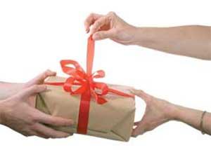 دادن هدیه به همسر در روز غیر مناسبت