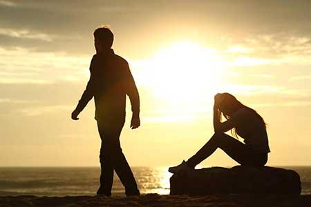 چرا اسیر روابط عاشقانه نادرست و زیان آور میشویم
