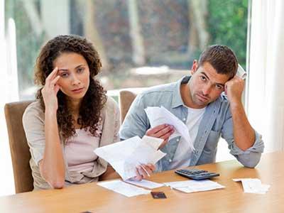دخالت زن در مسائل مالی