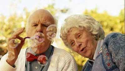 دوران سالمندی|چگونه سالمندان را دلبسته زندگی نگه داریم؟