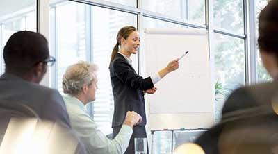 چرا زنان در رهبری از مردان موفق تر هستند؟