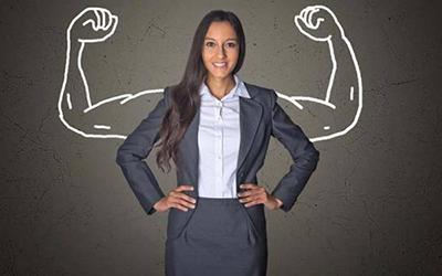 ۱۳ ویژگی ای که زنان را قوی و برای مردان جذاب می کند